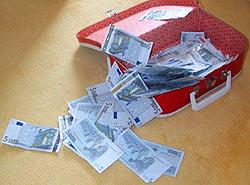 Gewonnen: Ein Spielkoffer voller Geld (Foto: Nessa Altura)
