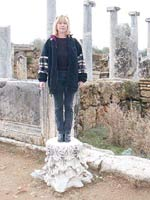 Statue einer Frau (um 2000 n. Chr.)