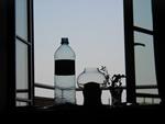 Stilleben mit Wasserflasche