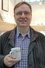 Martin Stauder mit Literatur-Café-Tasse