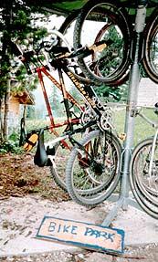 Bike-Parkplatz auf der Fanes-Hütte