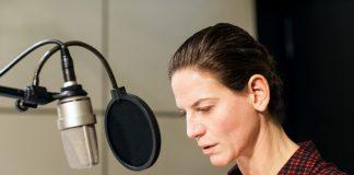 Sprecherin Bibiana Beglau (Bild: SWR/Nirto Karsten Fischer)