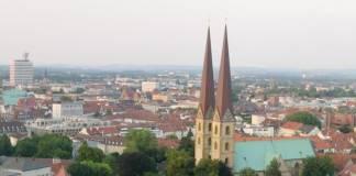 Blick von der Sparrenburg auf die Bielefelder Innenstadt (Quelle: Wikipedia)
