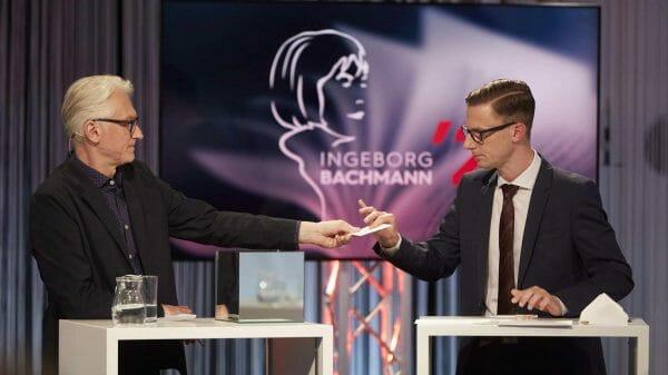 Moderator Prof. Dr. Christian Ankowitsch und Magister Andreas Sourij beim Ziehen der Lesereihenfolge (Foto: Johannes Puch/ORF)