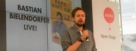 Auf der Openstage-Bühne weiß man wer das Sagen hat: Bastian Bielendorfer (Foto: Fellgiebel)
