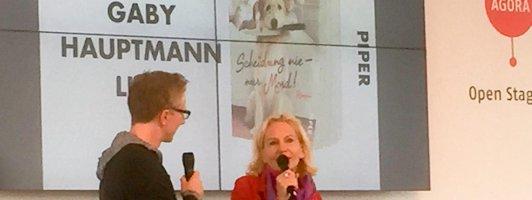 Auf der Openstage-Bühne weiß man wer das Sagen hat: Gaby Hauptmann (Foto: Fellgiebel)
