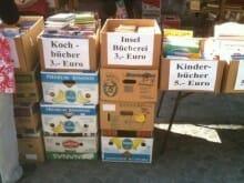 Brückern liest Hyperion: Bananenkisten mit Büchern