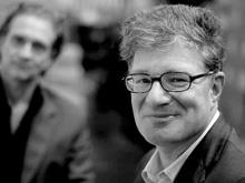 Roger Willemsen (mit Ralf Tooten im Hintergrund. Foto: Birgit-Cathrin Duval)
