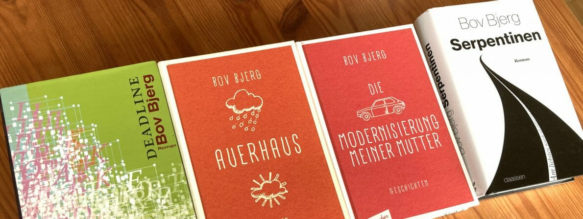 Alle bislang erschienenen Bücher von Bov Bjerg: Deadline (2008), Auerhaus (2015), Die Modernisierung meiner Mutter (2016) und Serpentinen (2020)