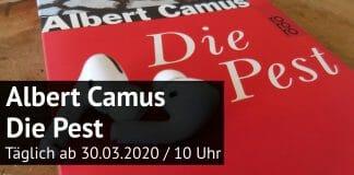 Buch »Die Pest« von Albert Camus mit Kopfhörern und Hinweis zur Lesung (Foto: literaturcafe.de/Rowohlt)