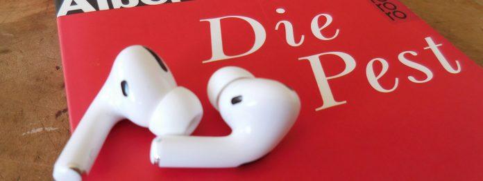 Buch »Die Pest« von Albert Camus mit Kopfhörern (Foto: literaturcafe.de/Rowohlt)