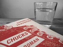 Lesungssymbolbild: Chucks und Wasserglas
