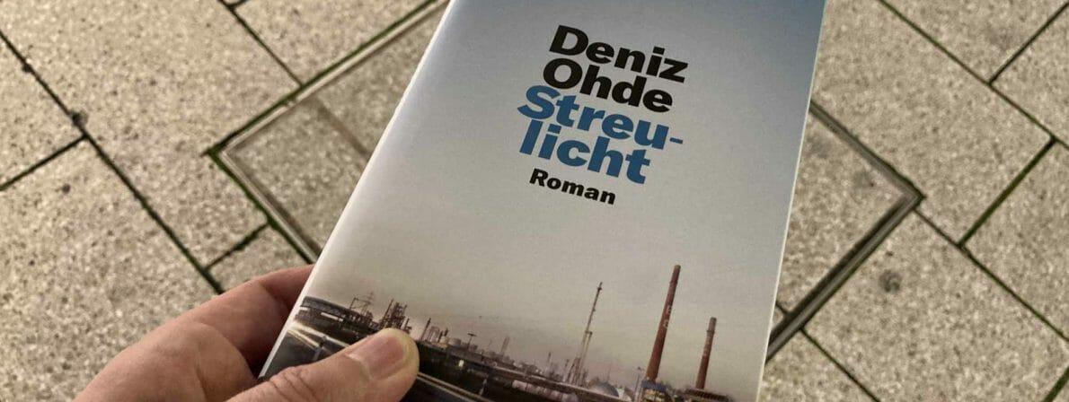 Das Buch »Streulicht« von Deniz Ohde im Streulicht