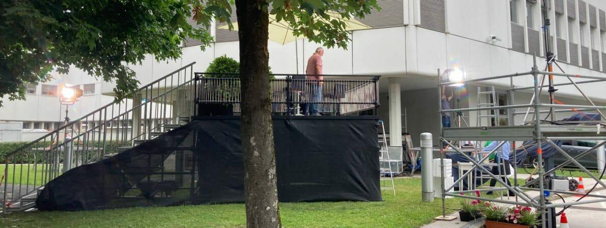 Hier noch der im Podcast erwähnte »Balkon« vor dem ORF-Studio: