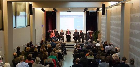 Diskussionsrunde beim Basler Fairlag-Kongress (Foto: Birgit-Cathrin Duval)