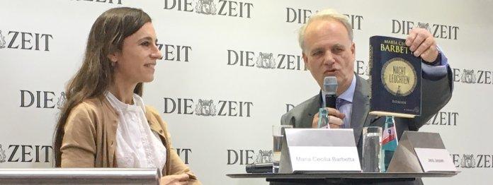 Maria Cecilia Barbetta im Gespräch mit Jens Jessen (Foto: Beate Fischer-Kanehl)