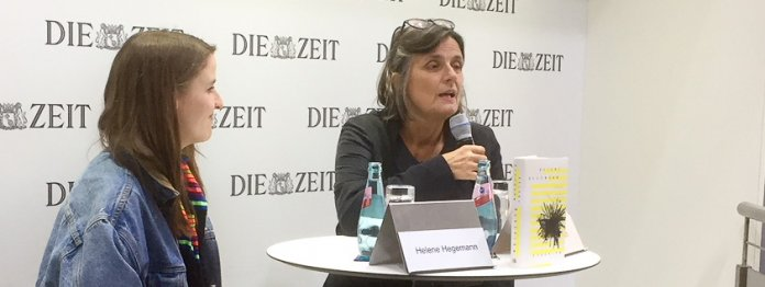 Helene Hegemann (l) im Gespräch mit Iris Radisch (r) (Foto: Barbara Fellgiebel)
