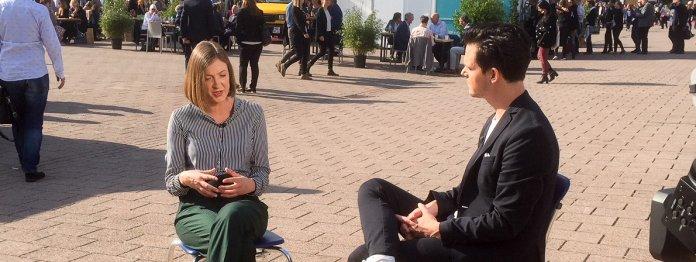 Die dbp-Gewinnerin. Zwar nicht im Gespräch mit Frau Schortmann, aber unwiderstehlich, mitten auf der Agora – dem großen Messezentrum (Foto: Barbara Fellgiebel)