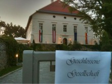 Beim Empfang des Bürgermeisters vorm Schloss Loretto am Wörthersee