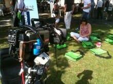 TV- und Stream-Schauer: Gleich originelle Anmoderation mit -Taschen und Kamerakranfahrt