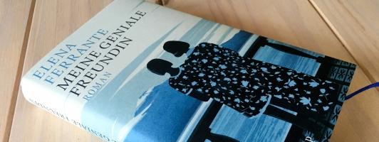 Lesenswert oder nur Hype? Auch über das neue Buch von Elena Ferrante wird gesprochen (Foto: Tischer - Klick vergrößert)