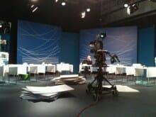 Während Strigl noch vor dem Studio fürs TV interviewt wird, sitzt Spinnen schon wieder.