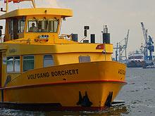 """Fähre """"Wolfgang Borchert"""" im Hamburger Hafen"""
