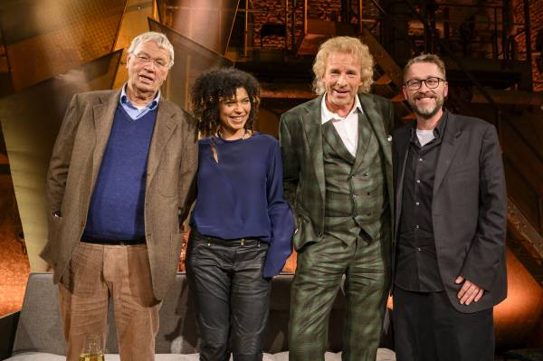 Zu Gast bei Thomas Gottschalk (Mitte) waren der Kabarettist Gerhard Polt (links) sowie die Autoren Jackie Thomae und Jan Weiler (Foto: BR/Ralf Wilschewski)