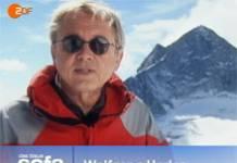 Wolfgang Herles begrüßt seine Zuschauer in »Das blaue Sofa«