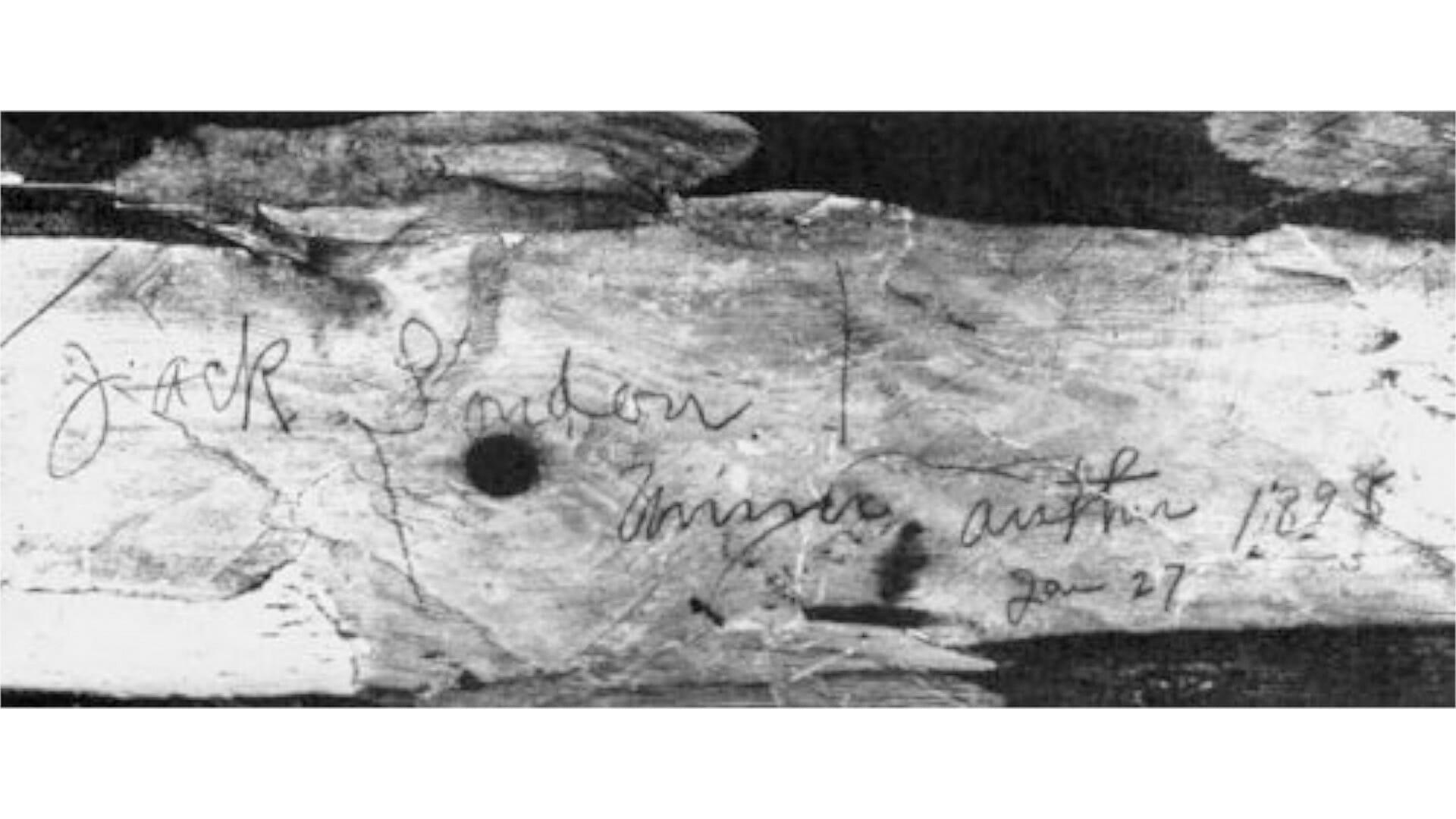 Eine Inschrift an der Hütte zeigte den Namen Jack Londons und die Zusätze »miner, author«.