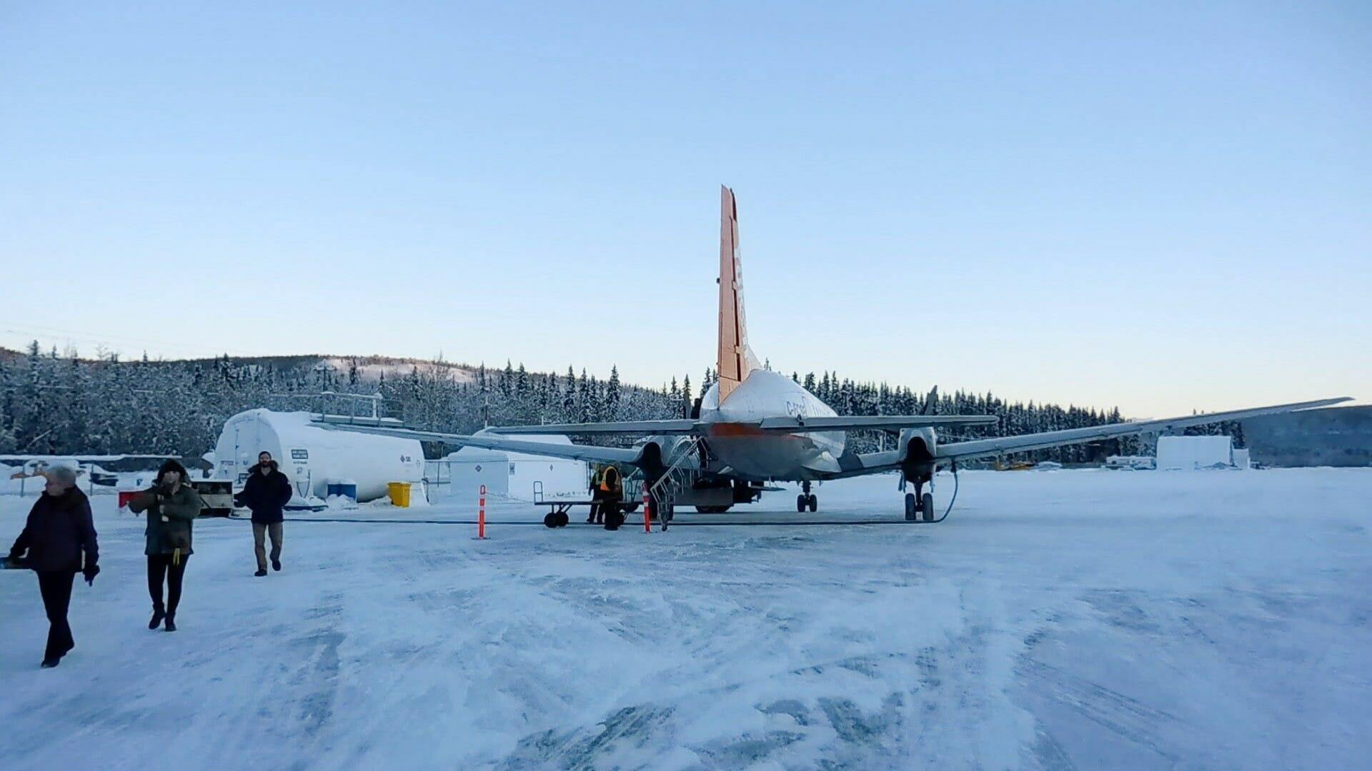 Ankunft am Flughafen in Dawson, Yukon