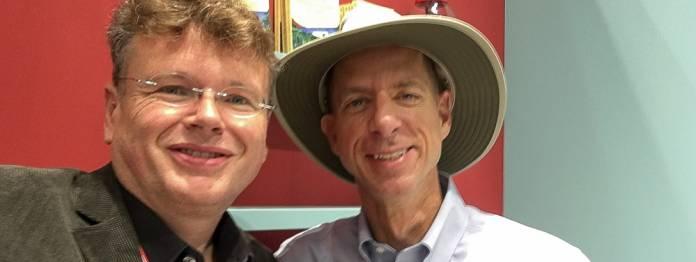 Stets mit Hut auf Abenteuersuche: John Strelecky (rechts) und Wolfgang Tischer vom literaturcafe.de