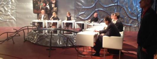 Die Jury sitzt um die Literatursauriertränke.