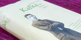 Ein Erschrecken vor so viel Brennen: Lest Kafka! Lest Reiner Stach!