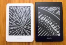 Einsteigermodell Kindle (weiß) und Kindle Paperwhite (schwarz). Der kleine Kindle ist etwas kleiner und natürlich ist er auch in Schwarz lieferbar. (Klick zum Vergrößern)