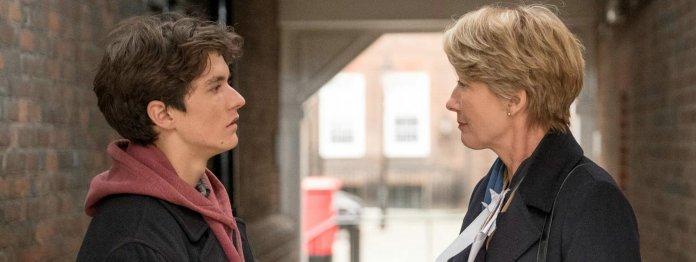 Mit ihrem Urteil hat Richterin Maye (Emma Thompson) dem 17-jährigen Adam (Fionn Whitehead) das Leben gerettet. Jetzt verfolgt er sie. (Foto: Concorde Filmverleih)