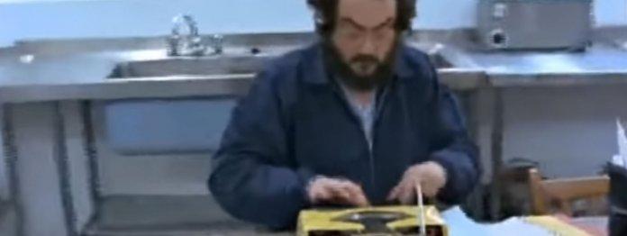Regisseur Stanley Kubrick an der Schreibmaschine. Ausschnitt aus dem Making-of zu »The Shining«