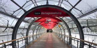 Leere Gänge der Leipziger Buchmesse. Da die Messe abgesagt wurde, fand die Preisverkündung des Preises der Leipziger Buchmesse im Radio statt.