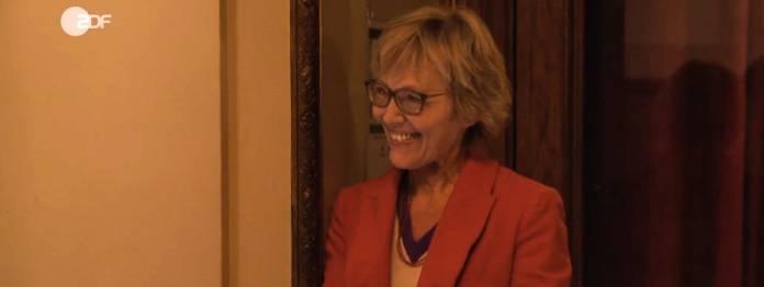 Bescheiden am Rand: Luzia Braun war die Redaktionsleiterin des Literarischen Quartetts (Foto: ZDF Screenshot)