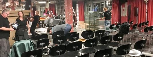 Abbau-Chaos: Nach der Sendung leert sich der Papiersaal schnell (Foto: Tischer - Klick vergrößert)