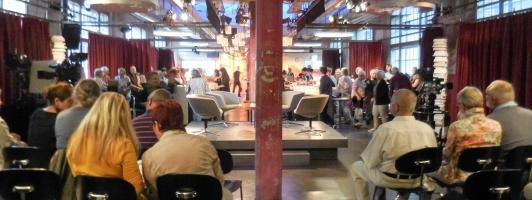 Die »Fernsehblickrichtung« in den Papiersaal mit seiner großen Bar (Foto: Tischer - Klick vergrößert)