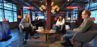 Der Schweizer Literaturclub vom Mai 2020: Moderatorin Nicole Steiner, Gast Sarah Spale und Kritiker Martin Ebel. Ganz links per Bildschirm zugeschaltet: Raoul Schrott. (Foto: Screenshot YouTube)