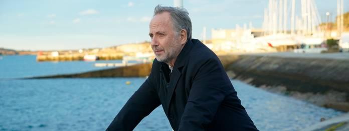 Der Literaturkritiker und ehemalige Moderator einer Literatursendung Jean-Michel Rouche (Fabrice Luchini) ist mit dem Rad in der Bretagne unterwegs.
