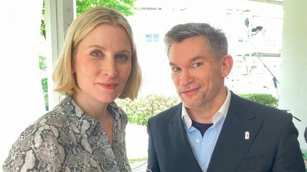 Jury mit Stil: Neu-Jurorin Mara Delius mit dem Kollegen Philipp Tingler nach der Preisverleihung (Foto: Tischer)