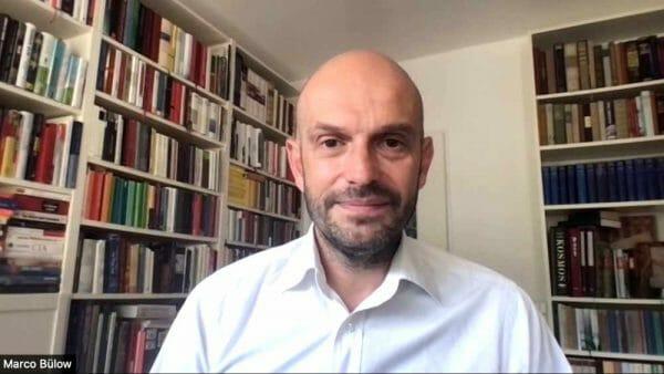 Marco Bülow, Bundestagsabgeordneter und Buchautor, beim Zoom-Gespräch für den Podcast des literaturcafe.de (Screenshot)