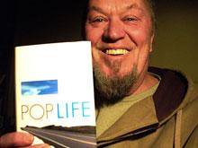 Hermann Mensing mit seinem neuen Roman »Pop Life«