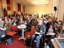 Überfüllter Saal bei der Google-Präsentation