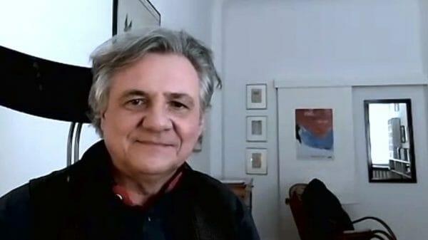 Michael Maar, per Zoom aus seinem Arbeitszimmer für den Podcast des literaturcafe.de zugeschaltet (Screenshot)