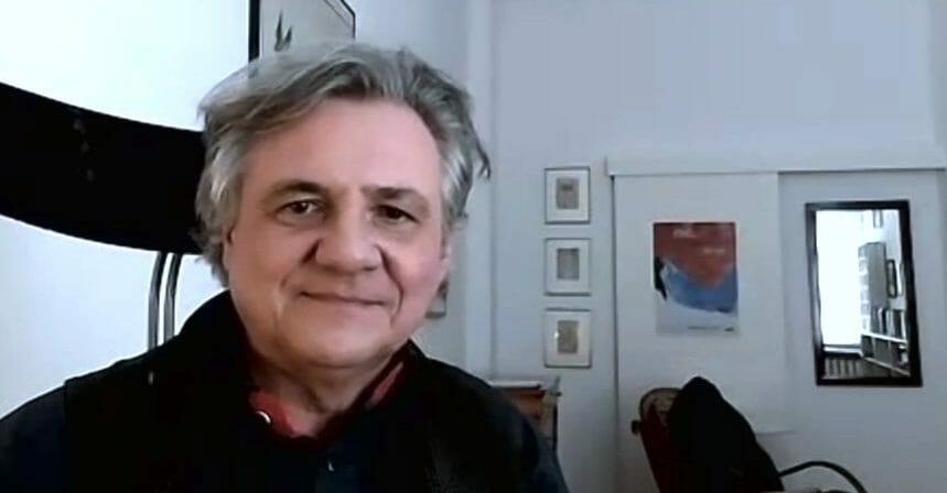 Der Autor Michael Maar, per Zoom aus seinem Arbeitszimmer beim Podcast des literaturcafe.de zugeschaltet (Screenshot)