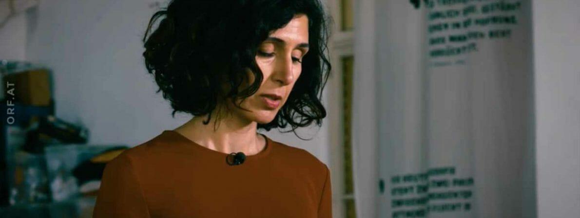 Die Bachmannpreisträgerin Nava Ebrahimi bei der aufgezeichneten Lesung (Foto: Screenshot/ORF)